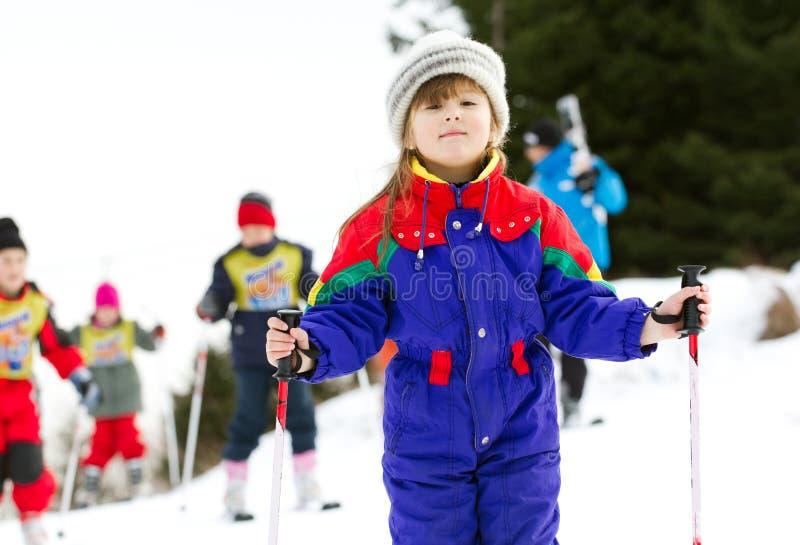 女孩在滑雪学校 免版税库存图片