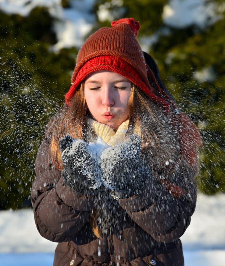 女孩在雪冬天 免版税库存照片