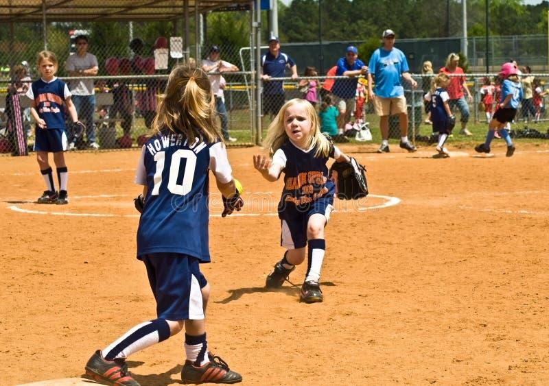 女孩垒球年轻人 免版税库存图片