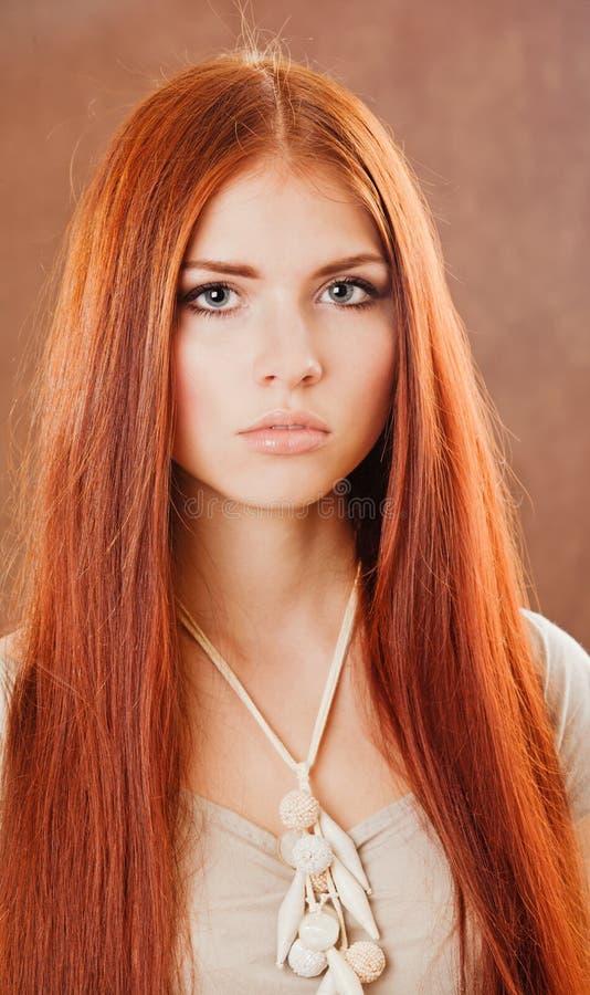 女孩头发纵向红色 免版税库存照片