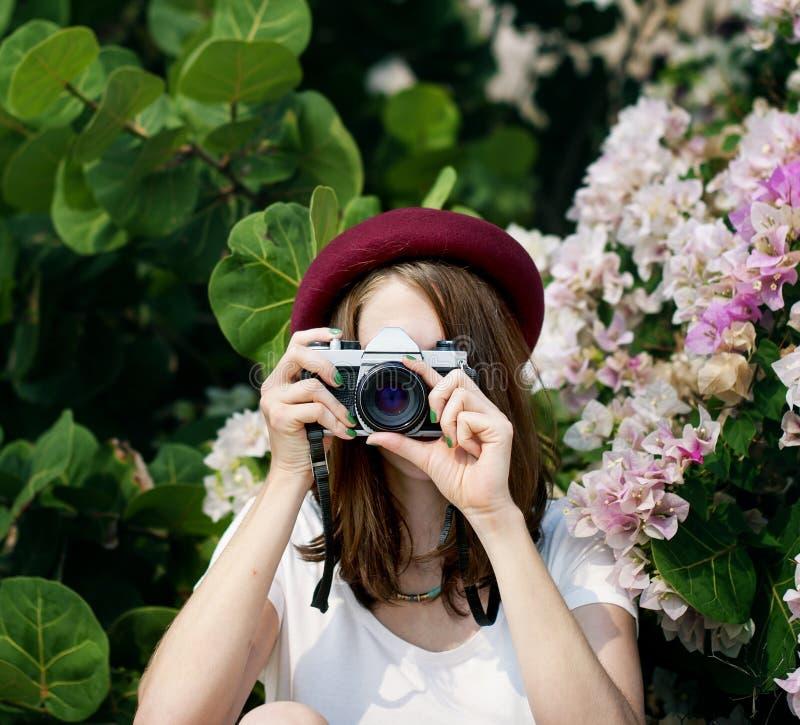 女孩妇女照相机偶然照片照片概念 免版税库存照片