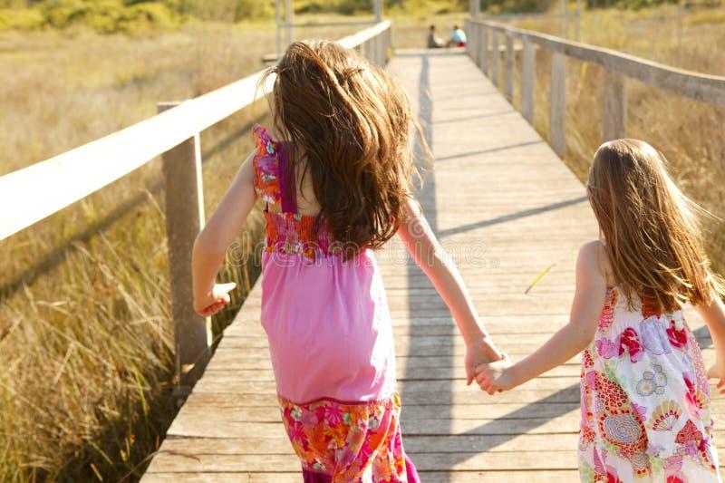 女孩室外公园运行青少年 免版税图库摄影