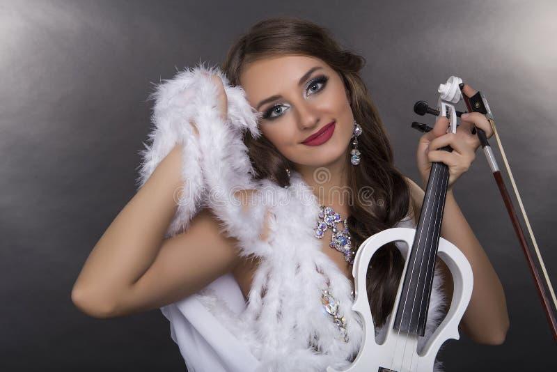 女孩小提琴手 库存图片