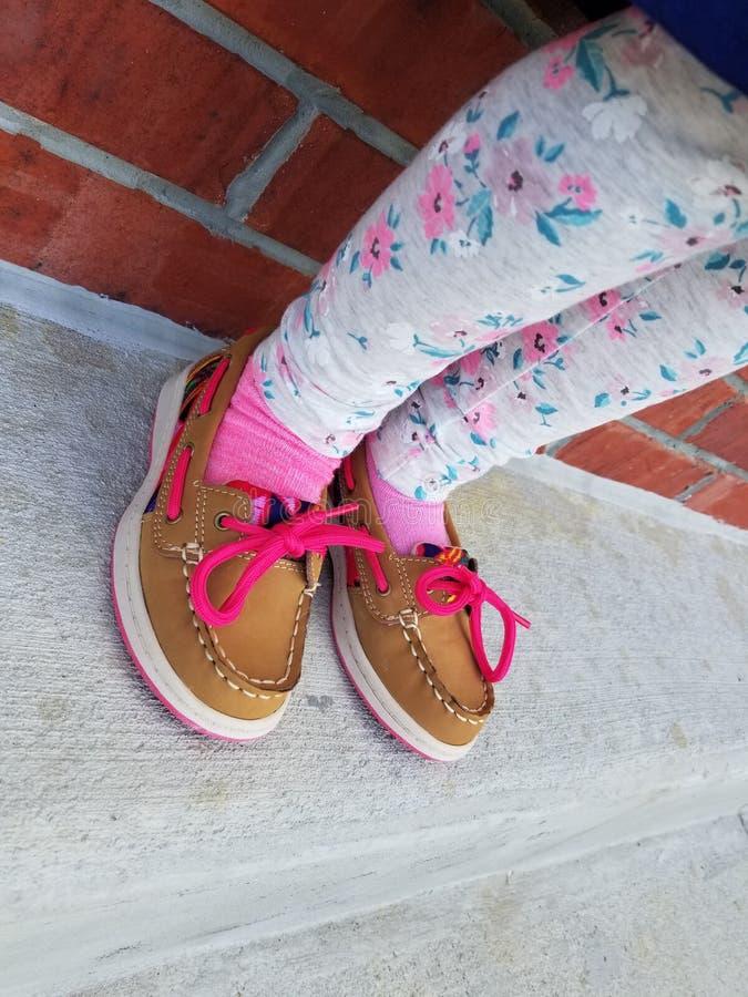 女孩小的鞋子 库存照片