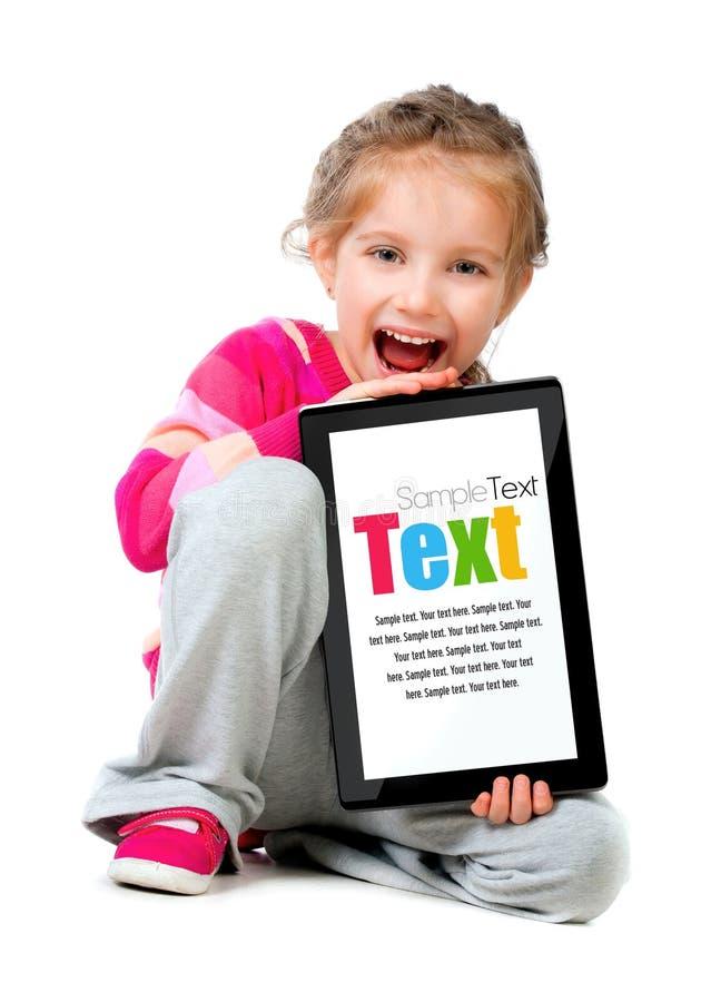 女孩少许个人计算机片剂 免版税库存照片