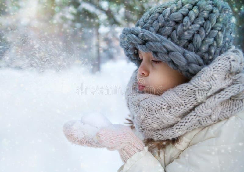 女孩少许冬天 库存照片