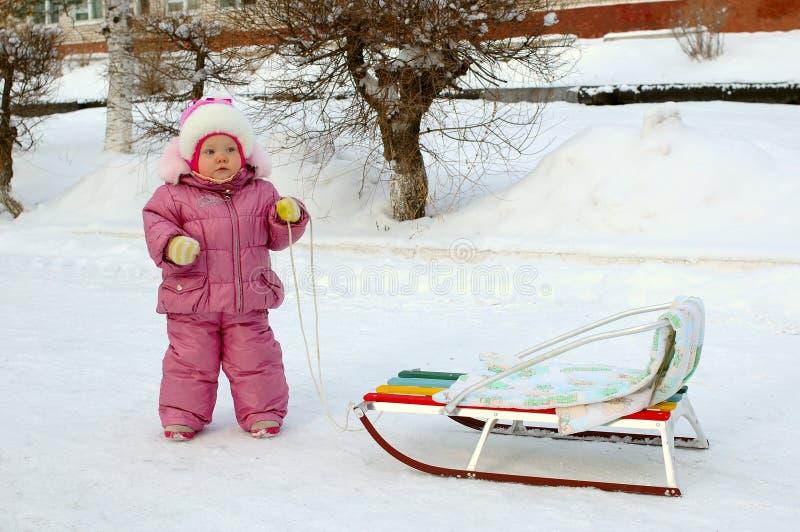 女孩少许最近的俏丽的雪撬雪橇 库存照片