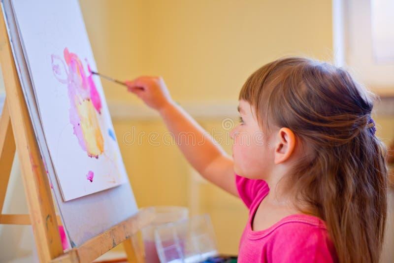女孩少许绘画 免版税图库摄影