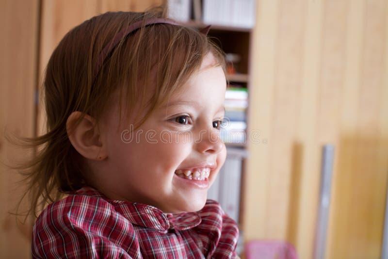 女孩快乐的小的纵向 免版税库存图片