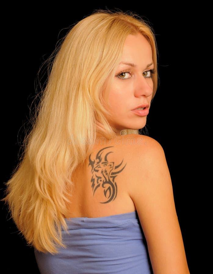 女孩性感的纹身花刺 库存图片