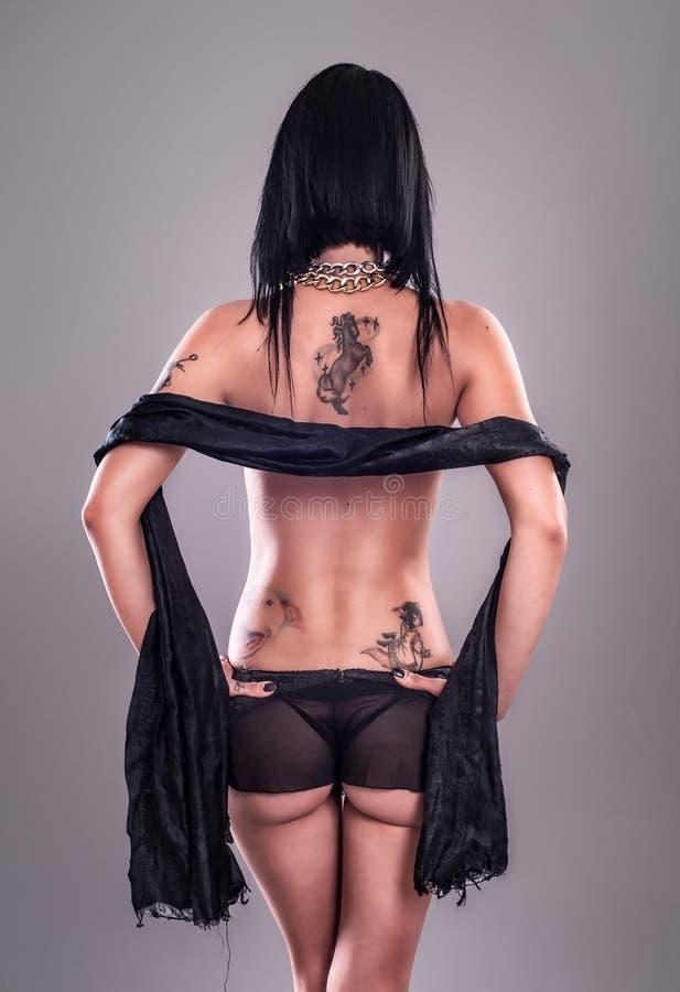 女孩性感的纹身花刺 免版税库存图片