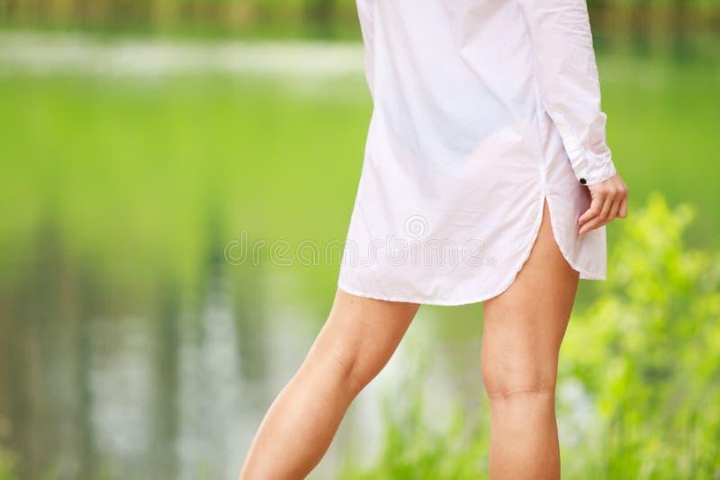 女孩性感的衬衣白色 库存照片