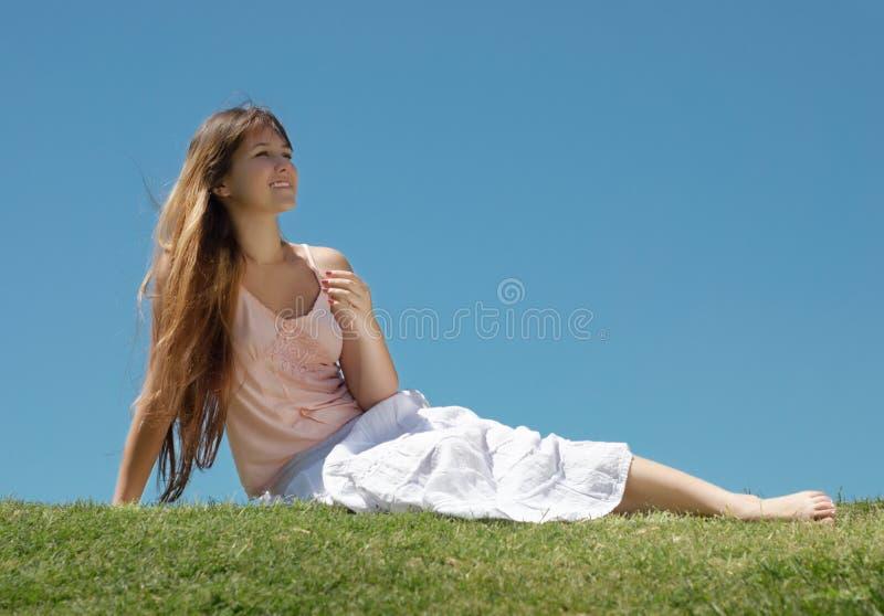 女孩愉快的年轻人 免版税图库摄影