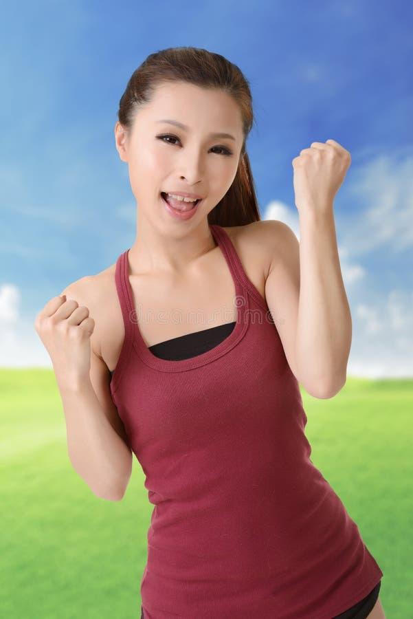 女孩愉快的微笑的体育运动 免版税库存图片