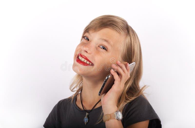 女孩愉快的smartphone 免版税库存照片
