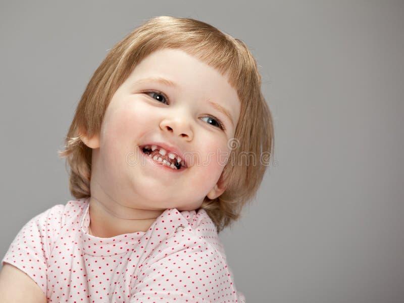 女孩愉快纵向微笑 免版税库存图片