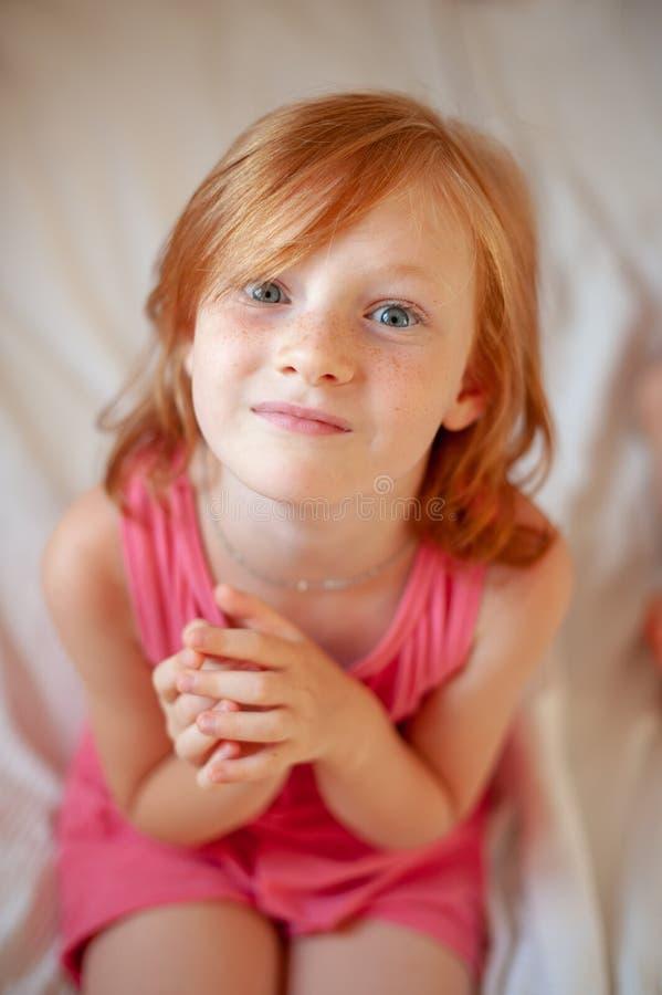 女孩折叠了她的手 库存图片