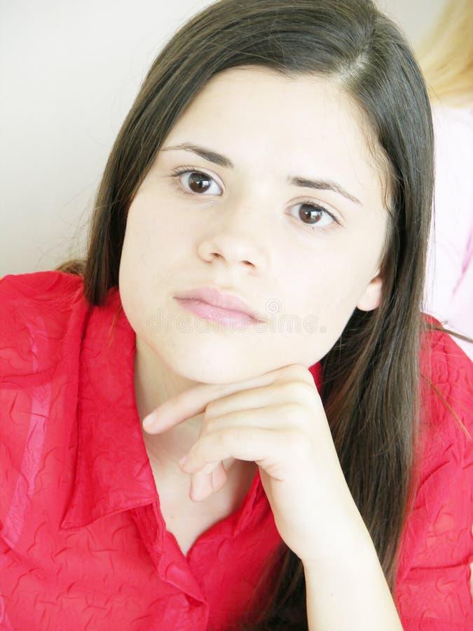 女孩担心的年轻人 免版税库存图片