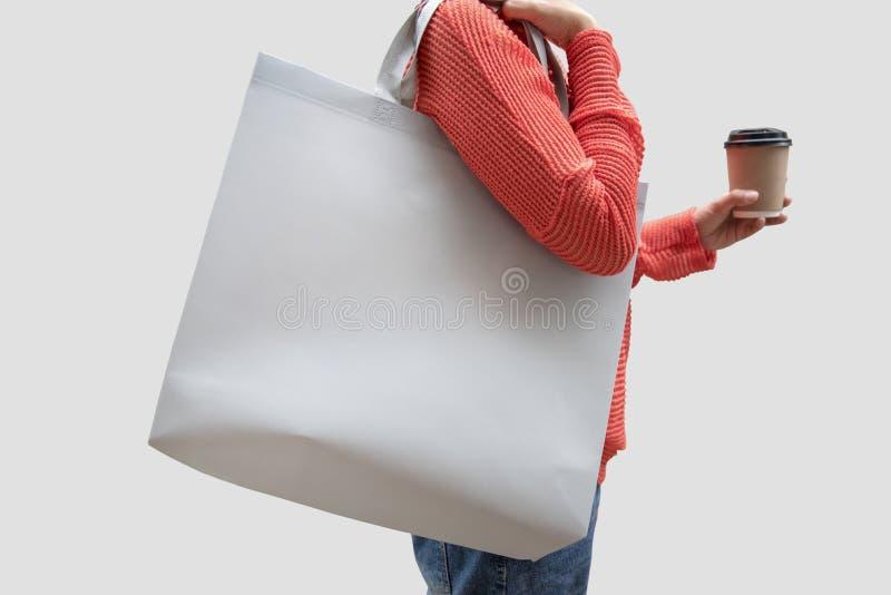 女孩拿着袋子大模型空白模板的帆布织品 库存图片