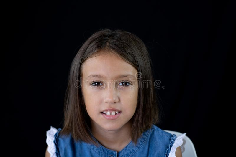 女孩摆在 库存图片
