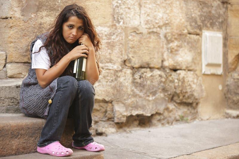 女孩无家可归的贫寒 免版税库存照片