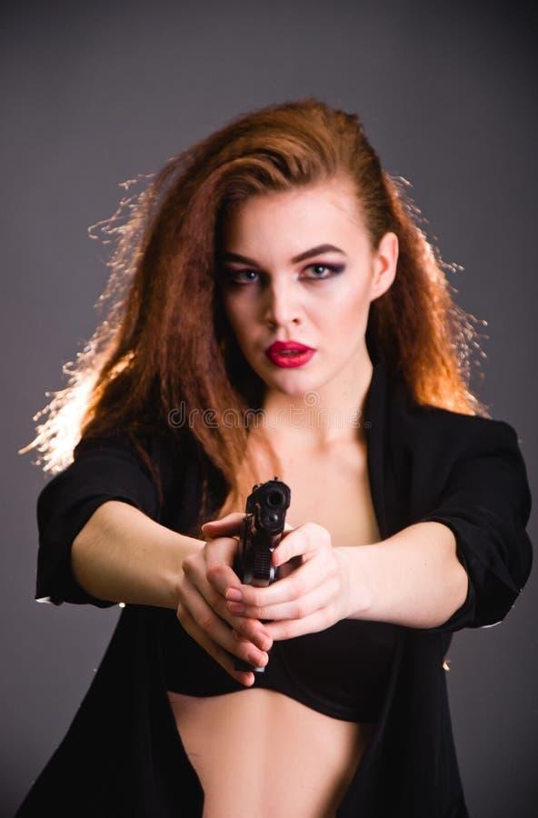 女孩时尚射击在演播室 免版税库存图片