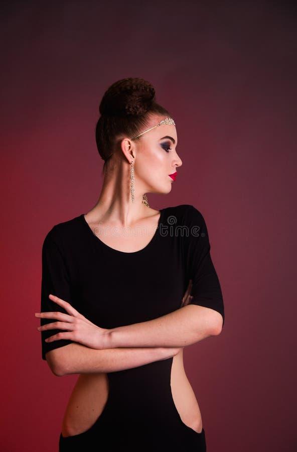 女孩时尚射击在演播室 免版税图库摄影