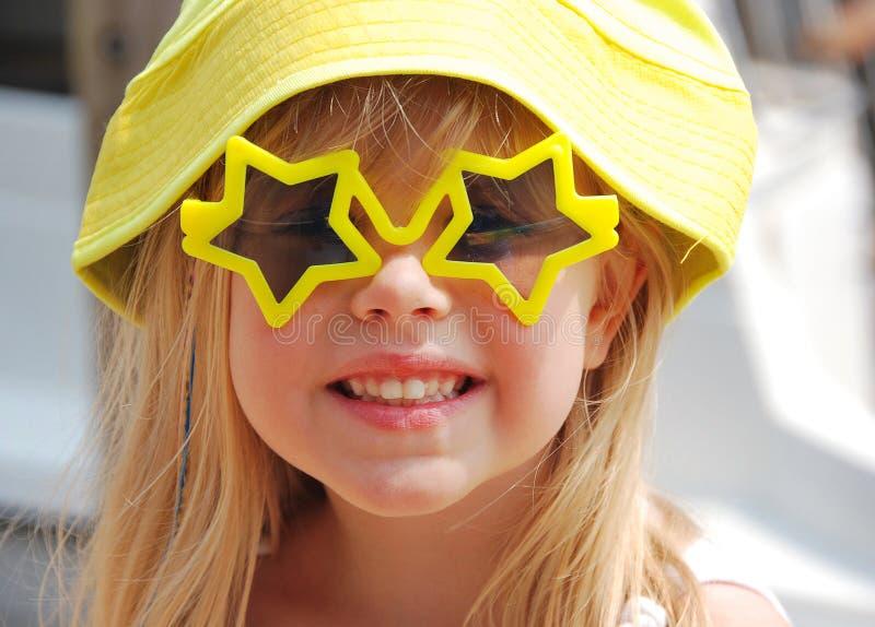 女孩星形太阳镜 免版税库存照片
