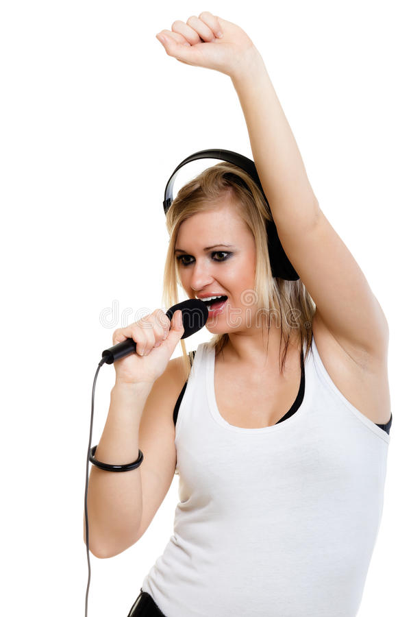 女孩有耳机的歌手音乐家唱歌对mi的 库存图片