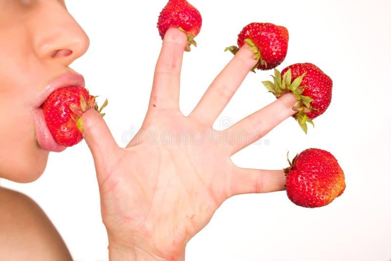女孩查出的红色性感的草莓白色 免版税图库摄影
