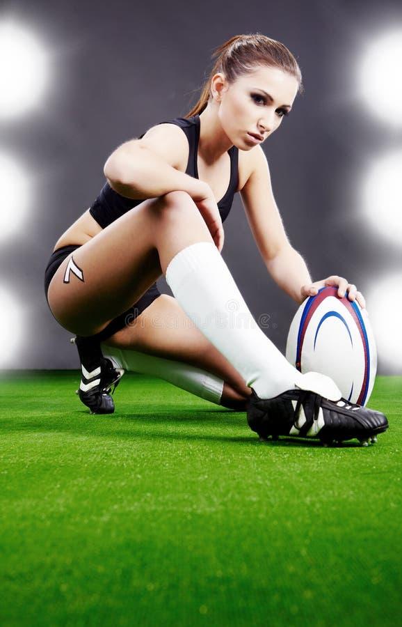 女孩橄榄球 免版税库存图片