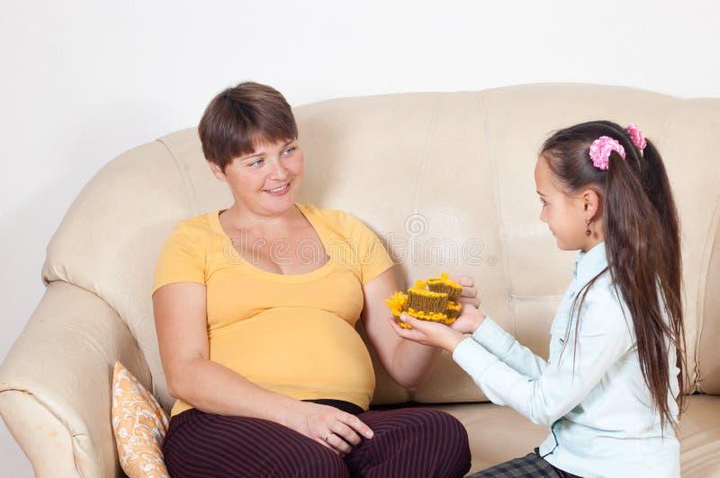 女孩母亲 免版税图库摄影