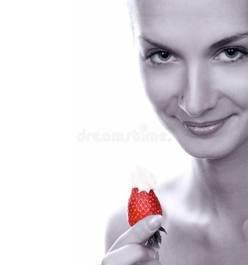 女孩水多的单色照片草莓年轻人 图库摄影