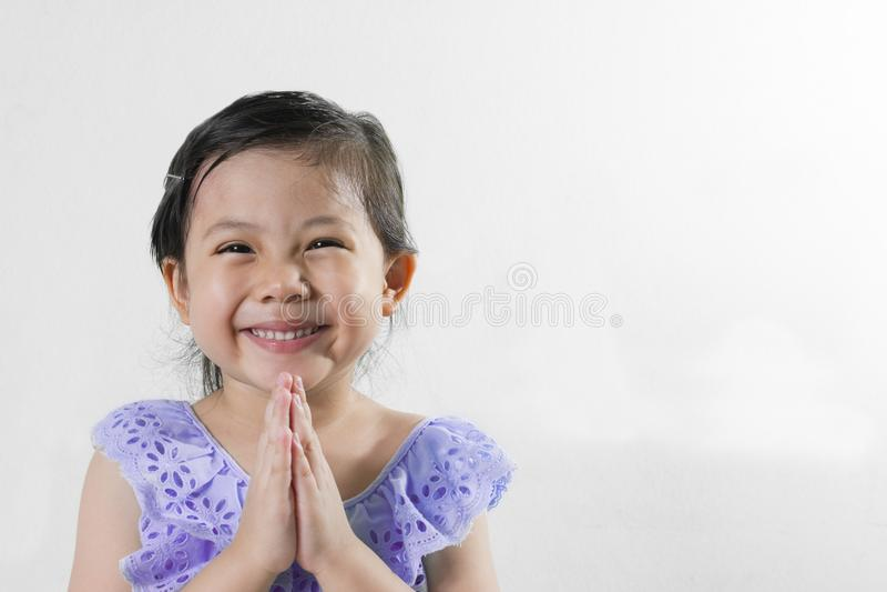 女孩泰国礼服你好sawasdee 免版税库存照片