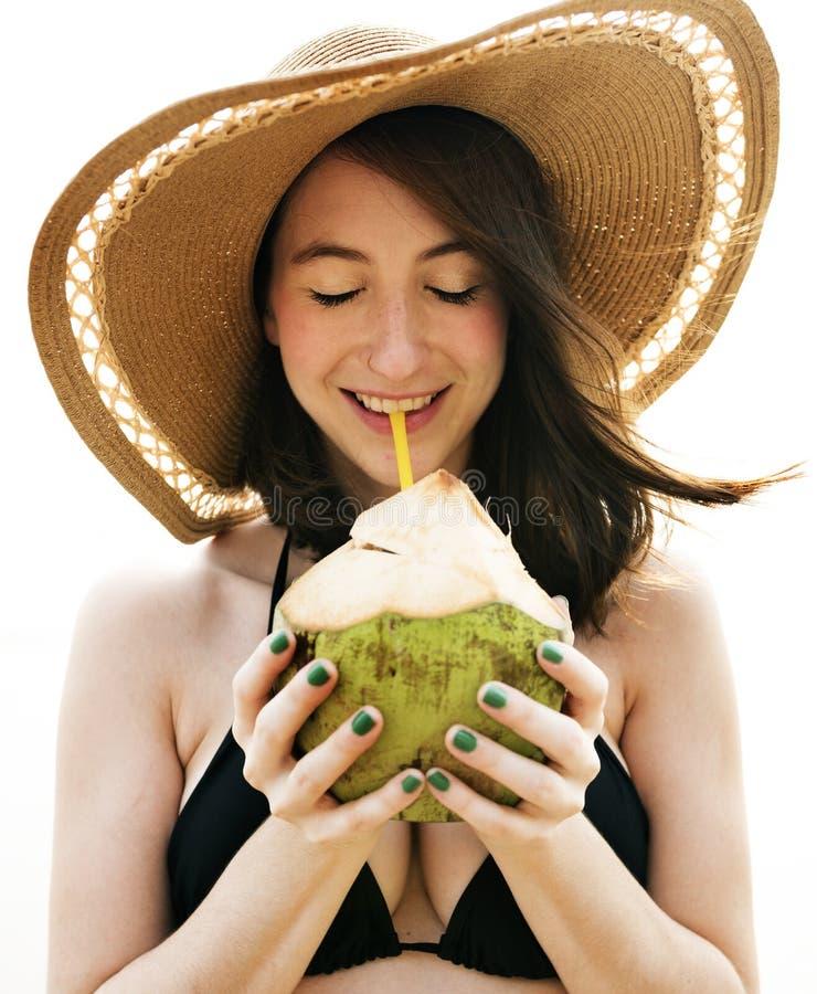女孩海滩暑假假期放松概念 库存照片