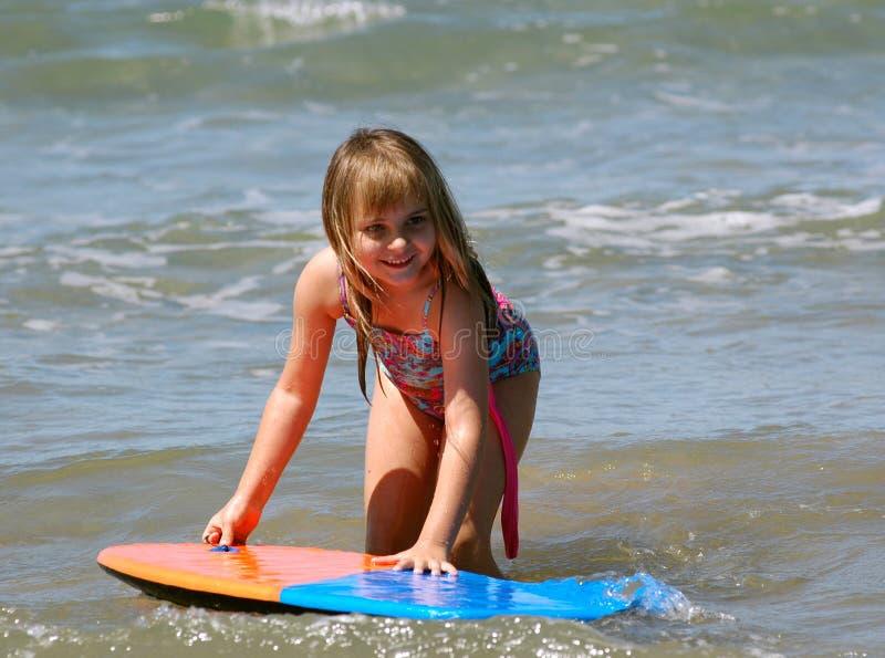 女孩游泳年轻人 免版税库存照片