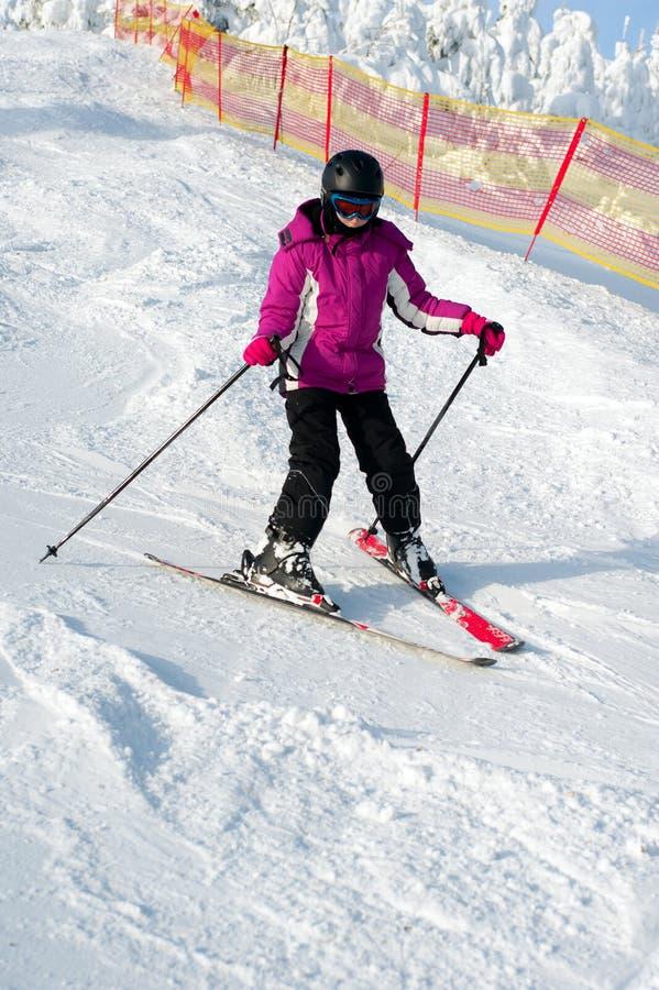 女孩滑雪年轻人 库存图片