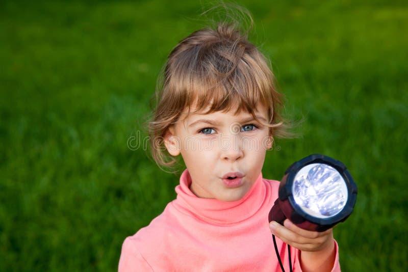 女孩灯笼使用 免版税库存图片