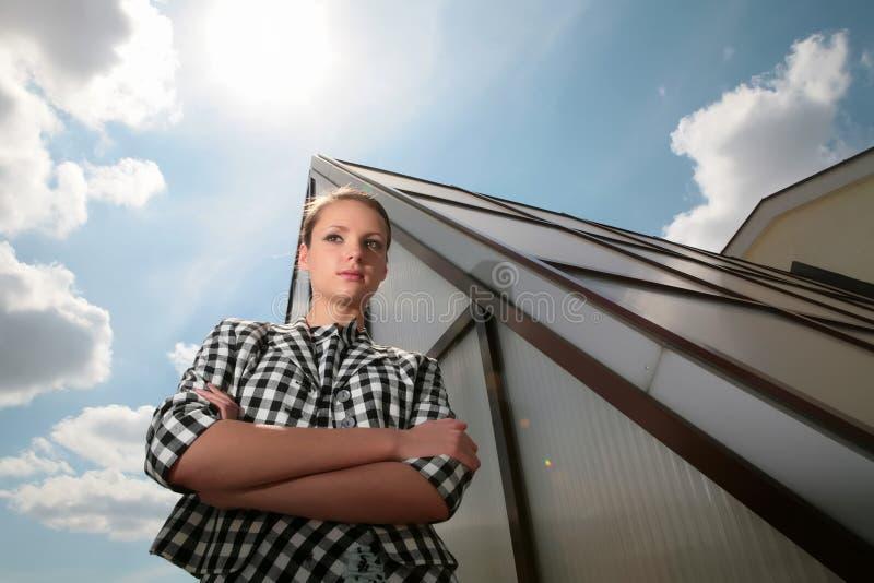 女孩玻璃最近的金字塔 图库摄影
