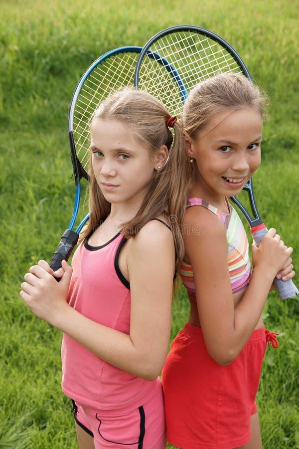 女孩球拍网球 免版税图库摄影
