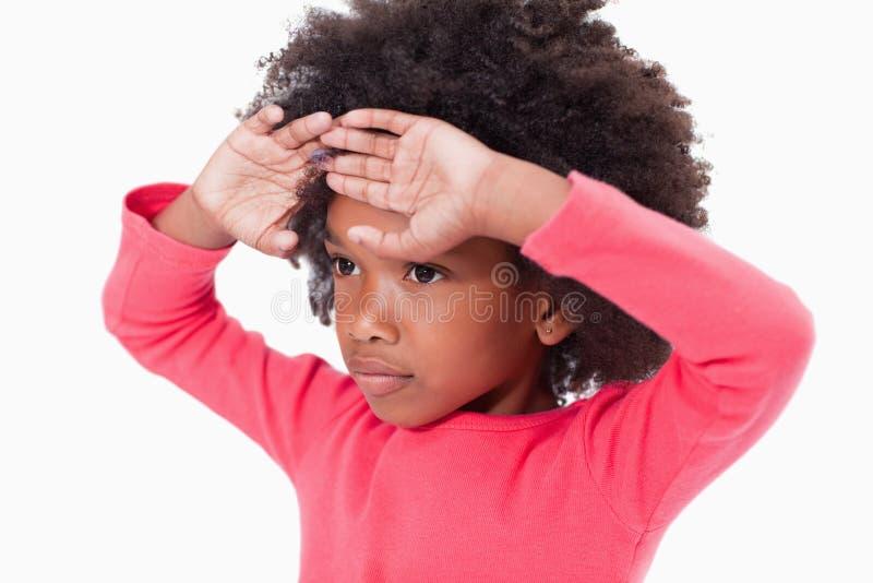 女孩用她的在她的前额的现有量 免版税库存照片