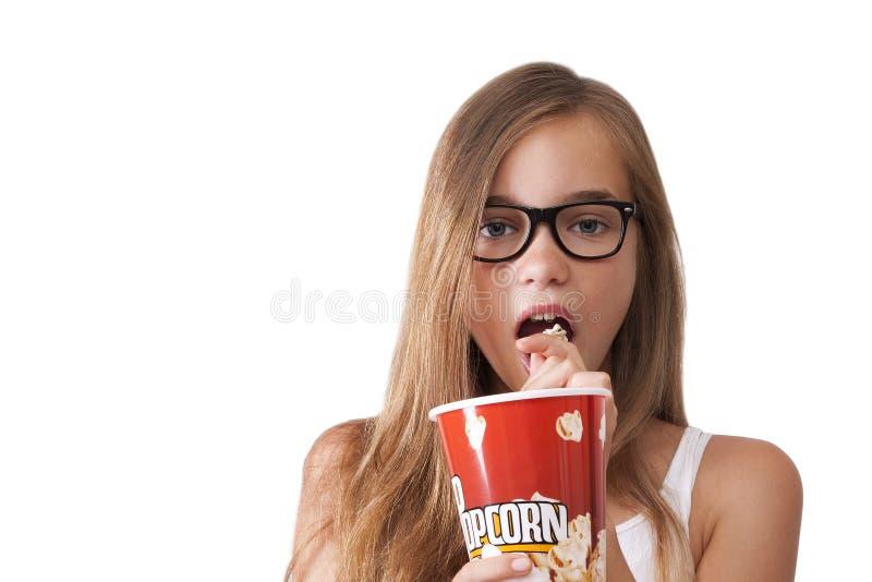 女孩用玉米花 免版税库存照片