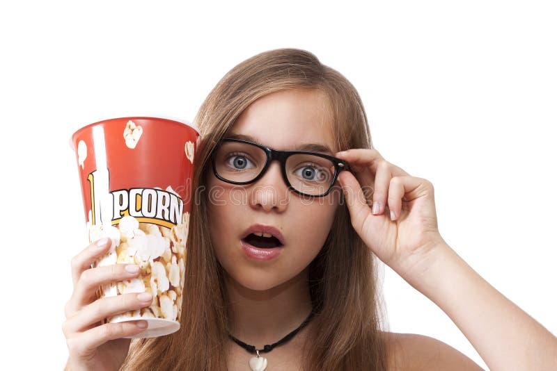 女孩用玉米花 库存照片