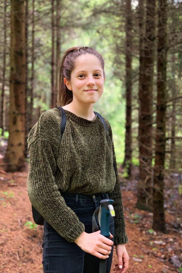 女孩画象在森林里 库存照片