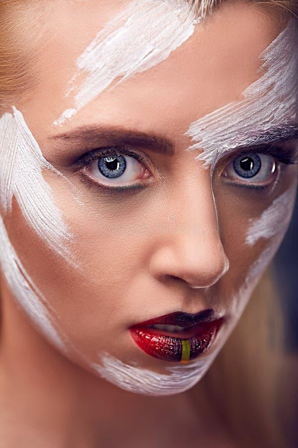 女孩的传神神色有明亮的艺术的组成 库存照片