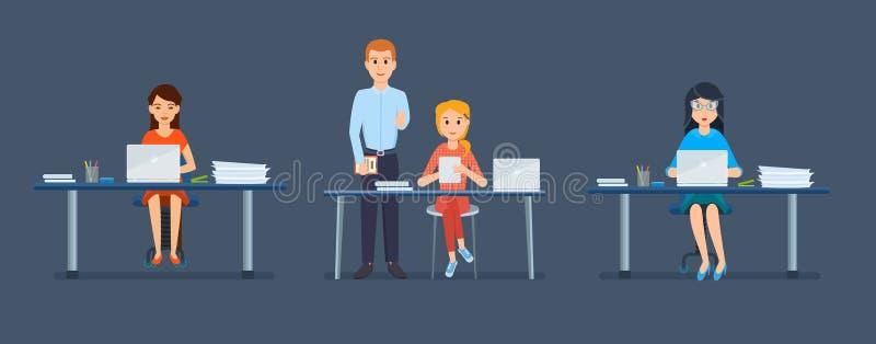女孩的办公室工作人员,在工作场所后,在计算机和片剂前 皇族释放例证