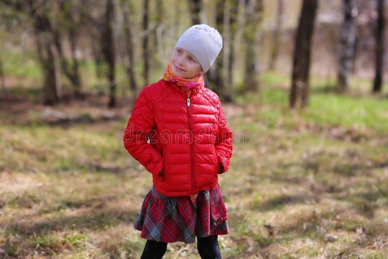 女孩的画象在春日 免版税库存照片