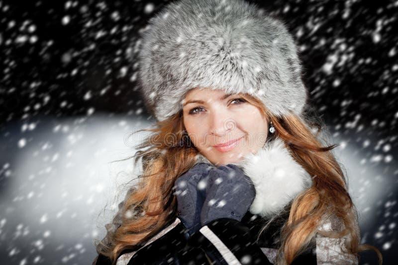 女孩的纵向在冬天 库存照片