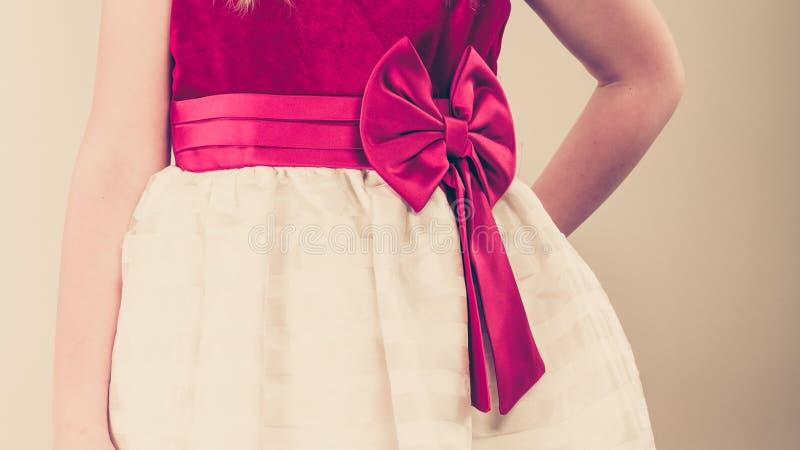 女孩的部分身体公主礼服的 免版税库存图片