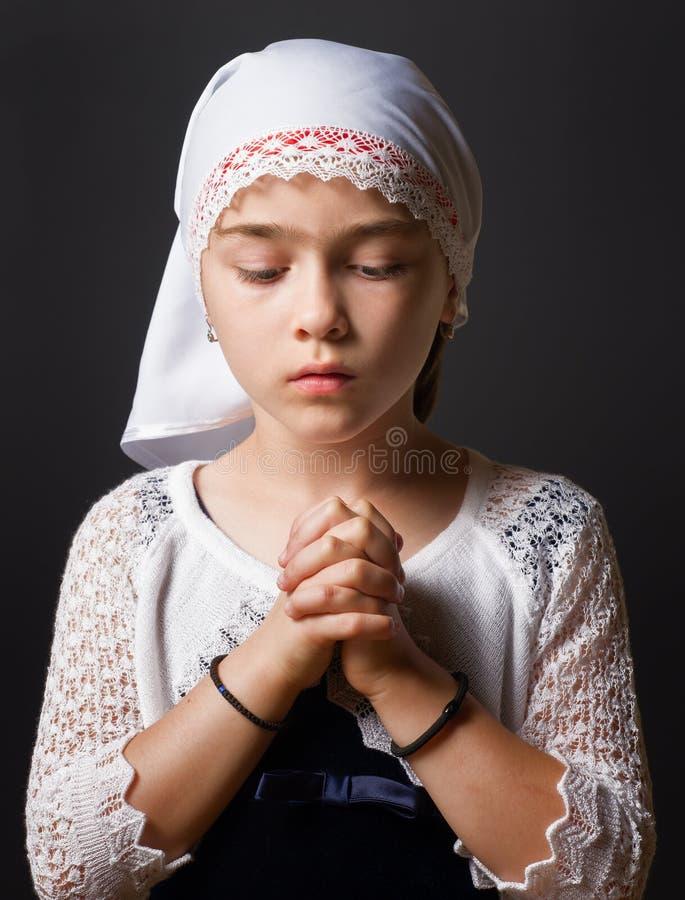 女孩祈祷 图库摄影